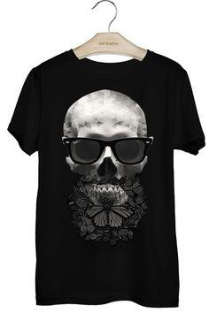 T-SHIRT MASCULINA CAVEIRA BORBOLETAS Custom Made Shirts, Custom T Shirt Printing, Printed Shirts, T Shirt Designs, Polo T Shirts, Cool Shirts, T-shirt Kunst, Juniors Graphic Tees, Personalized T Shirts