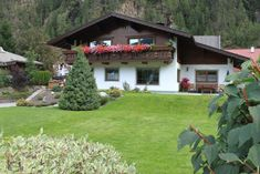 Appartement Leni is located in a quiet location, just 984 feet from the center of Längenfeld and 656 feet from the Aqua Dome Thermal Bath. Austria, House Styles, Plants, Decor, Decoration, Decorating, Flora, Dekorasyon, Plant