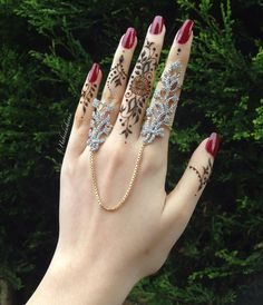 30 mehandi designs and where to find a good artist, no matter where you are Stylish Jewelry, Cute Jewelry, Wedding Jewelry, Hand Jewelry, Body Jewelry, Jewelry Design Earrings, Jewelry Accessories, Fashion Rings, Fashion Jewelry