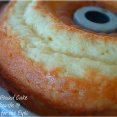 Perfect Pound Cake (7-Up Cake) adapted from The Pioneer Woman @keyingredient #cake #quick #easy