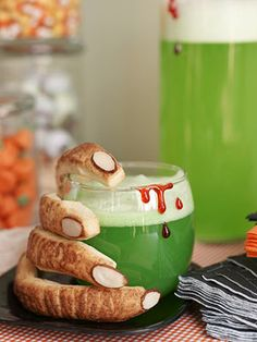 Make this frothy green drink recipe for a Halloween party.