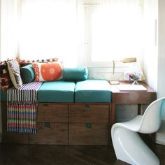 Learn more about the making of this custom made window seat by Justina Blakeney. (via Justina Blakeney)