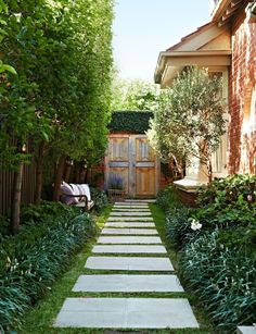 Amazing front garden ideas for privacy one and only kennyslandscaping. The right planning There are many wishes attached to the front garden: it should l Front Gardens, Outdoor Gardens, Small Gardens, Garden Privacy, Side Yards, Small Backyard Landscaping, Landscaping Ideas, Garden Paths, Walkway Garden