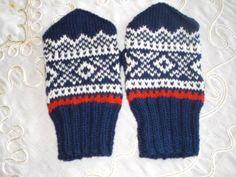 Fine ny strikkede votter i Marius mønster str ca dame Baby Mittens, Knit Mittens, Minion Baby, Boot Cuffs, Knitting For Kids, Fiber Art, Knitting Patterns, Gloves, Barn