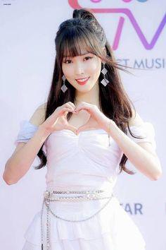 Gfriend-Yuju 190424 The Fact music awards South Korean Girls, Korean Girl Groups, Gfriend Profile, Gfriend Yuju, Pop Photos, Cloud Dancer, G Friend, Girl Bands, Asian Style