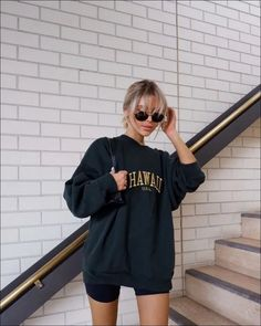 Best Picture For biker shorts outfit converse For Your Taste You are looking for something, and it i Cute Casual Outfits, Short Outfits, Spring Outfits, Outfit Summer, Lazy Fall Outfits, Casual Ootd, Urban Style Outfits, Comfy Casual, Comfortable Outfits