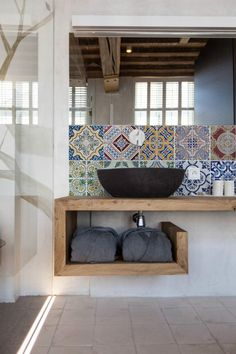 Open shelving/vanity unit, with tiled splashback