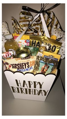 Golden Birthday Gifts, 18th Birthday Gifts For Best Friend, 25th Birthday Gifts, Cute Birthday Gift, Sister Birthday, 18th Birthday Ideas For Boys, Birthday Hampers, Birthday Gift Baskets, Second Anniversary