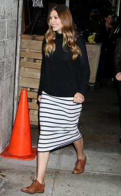 OLSENS ANONYMOUS ELIZABETH LIZZIE OLSEN FASHION STYLE BLOG AFTER THE LIVE WITH KELLY MICHAEL INTERVIEW VIDEO TURTLENECK SWEATER STRIPE MIDI PENCIL SKIRT OSTRICH TAN BROWN OXFORDS SHINY WAVY HAIR SMILE RINGS LIBERAL ARTS 2