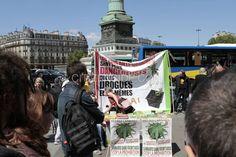Paris : Grande marche pour la dépénalisation du cannabis - Politique - via Citizenside France. Copyright : Christophe BONNET - Agence 73Bis