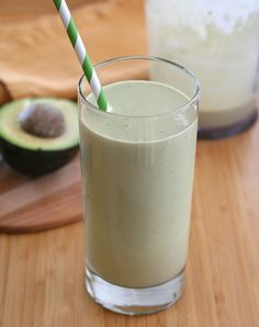 Refuel after your workout with this low carb avocado and green tea smoothie packed with protein and anti-oxidants via @Carolyn Ketchum