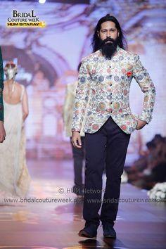AMIR ADNAN-BRIDAL-COLLECTION-AT-BRIDAL-COUTURE-WEEK-21 Mens Sherwani, Shadi Dresses, Wedding Dress Men, Blazers For Men, Groom Dress, Bridal Collection, Mens Suits, Blouse Designs, Menswear