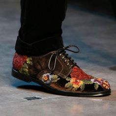 Dolce & Gabbana needlepoint shoes 2013 Fall Winter collection. I WANT them.
