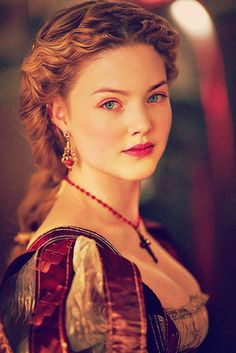 """The drop dead gorgeous Lucrezia Borgia from """"The Borgias"""" portrayed by Holliday Grainger Les Borgias, Lucrèce Borgia, Holliday Grainger, Redheads, Beautiful People, Portraits, Actresses, Hair Styles, Pretty"""