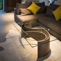Elegant 40 Curved Glass Shelves Design Ideas That Will Enhance The Perfection Your Home Interior Coffe Table, Coffee Table Design, Modern Coffee Tables, Home Decor Furniture, Table Furniture, Furniture Design, Center Table Living Room, Curved Glass, Shelf Design