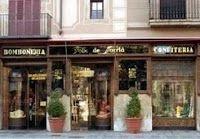 Pasteleria Foix: C/ Mayor de Sarrià, 57 Josep Foix i Ribera (hijo de un famoso poeta catalán) y Paulina Mas i Rubinat fundaron, en 1886, la pastelería Foix de Sarrià en Barcelona, para la producción y venta de pastelería, bombonería. Barcelona