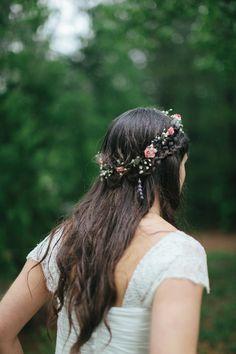 Trança e coroa de flores. Lindo, lindo, lindo!