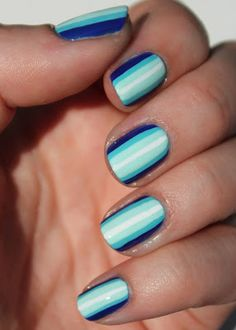 Nail stripes in blue and white