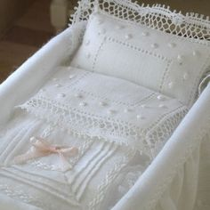Beautiful little shabby Shic baby crib. Baby Afghan Crochet, Baby Afghans, Draps Design, White Cot, Cot Sheets, Baby Baskets, Linens And Lace, Heirloom Sewing, Baby Knitting Patterns