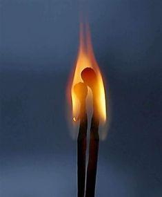 Η καρδιά είναι όπως ένα κερί.. Που περιμένει κάποιον να το ανάψει.. (Rumi)