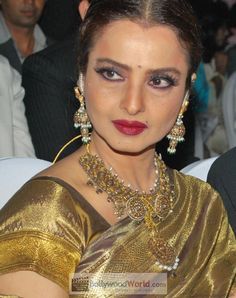 awesome India's Most Beautiful Lady And Famous Actress Rekha New Wallpapers Collection