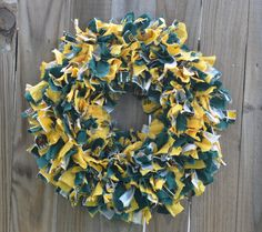 Baylor Bears handmade rag wreath // So cute! This would be a great #DIY project...