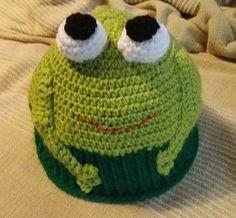 Superbe bonnet enfant grenouille au crochet amigurumi de la boutique AmiguruMINE sur Etsy