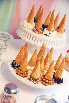 Ainda com as casquinhas de sorvete é possível fazer outra decoração , veja que lindoo!!!