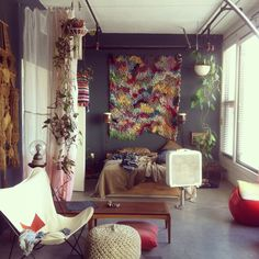 We want to hang out here! Love the hanging plants and hanging textile.