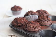 Schokofans aufgepasst! Diese Schokoladenmuffins solltet ihr ganz schnell mal ausprobieren! 🙂 Ich liebe dieses Rezept und mich hat es beim Probieren fast umgehauen, so schokoladig sind die Muffins. Ich hatte natürlich schon öfter irgendwelche Schokomuffin-Rezepte ausprobiert. Aber irgendwie waren sie mir nie richtig schokoladig genug. Ich wollte den Wow-Effekt und der blieb leider oftmals aus. …Continue Reading...