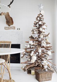 50+ идей для украшения новогодней елки, как с традиционными шарами и гирляндами, так и с оригинальным декором, выполненным своими руками.
