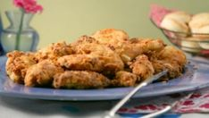 Anna Olson's Buttermilk Fried Chicken: Crispy on the outside and juicy on the inside! This buttermilk fried chicken is a perennial favourite! Chicken Recipes Food Network, Food Network Uk, Food Network Canada, Fried Chicken Recipes, Oswaldo Gross, Buttermilk Fried Chicken, Buttermilk Pie, Anna Olson, Pub Food
