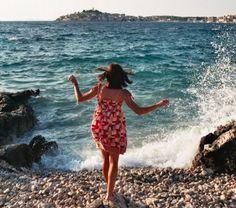 10 Tipps für Reiseziele im September - ein wunderbarer Reisemonat in Europa. Dein Städtetrip ist entspannter, da es nicht mehr so heiß ist, du hast viel mehr Platz am Strand und trotz des Herbstanfangs herrscht an vielen Orten noch Badewetter. Wir haben uns umgehört, welche Reiseziele bei Reisebloggern beliebt sind, und haben die schönsten für dich zusammengestellt. Wohin geht deine Reise im September?