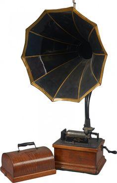 Edison Fireside Model A Oak Case Phonograph : Lot 666