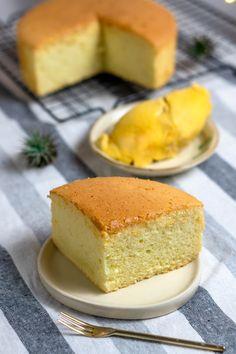 Asian Sponge Cake Recipe, Sponge Cake Recipes, Durian Recipe, Durian Cake, Baking Recipes, Dessert Recipes, Chinese Cake, Steamed Cake, Refreshing Desserts