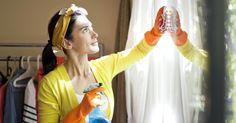 Уход за окнами Деревянные окна Подготовка начинается сочистки имытья поверхности изделия. Сначала удаляем старый оконный скотч. Утеплитель, которым чаще всего служит сухая бумага или газета, легко поддеть неострой стороной ножа или любым удобным предметом. Иногда щели сдвоенных окон заполняются специальной пастой измела, обойного клея иводы. Повесне оттакой замазки легко избавиться— она осыпается при извлечении рамы или открытии створки. Поверхность рамы моется теплой водой (горячая…