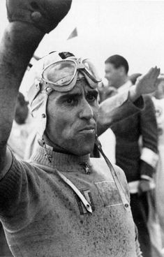 Tazio Nuvolari, interesting photo, saluting in a fascist manner. Sign of the times. Classic Motors, Classic Cars, Vintage Racing, Vintage Cars, Old Race Cars, F1 Drivers, Car And Driver, Grand Prix, Oakley Sunglasses