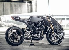 rough crafts   MV agusta's ballistic trident has been reworked so radically that it cuts a sci-fi menacing silhouette somewhat like ridley scott's 'alien'.