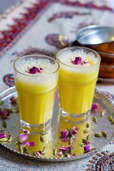 This saffron milkshake recipe is always a winner! Take a delicious trip to Iran with this Persian saffron milkshake that tastes like traditional Iranian ice cream without the hassle! Iranian Desserts, Persian Desserts, Persian Recipes, Oreo Milkshake, Milkshake Recipes, Milkshakes, Smoothie Recipes, Iranian Cuisine, Iranian Food