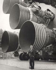 サターンV型ロケットの「F-1ロケットエンジン(第一段エンジン)」と開発者のヴェルナー・フォン・ブラウン
