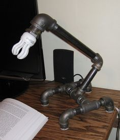 Industrielle Eisen Rohr Lampe SP-1 b von MiltonDouglasLampCo