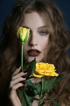 Model Poses Photography, Creative Portrait Photography, Creative Portraits, Girl Photography Poses, Beauty Photography, Portrait Photo Original, Creative Photoshoot Ideas, Beauty Shoot, Female Portrait Poses