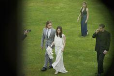 Brad Pitt and Angelina Jolie Wedding Pics Released! Angelina Jolie Wedding, Brad Pitt And Angelina Jolie, Celebrity Gossip, Celebrity News, Celebrity Siblings, Radar Online, Pitta, Chapel Wedding, Look Alike