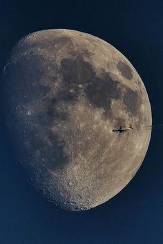 WORLDWIDV — packlight-travelfar: 500px / Crossing the moon...