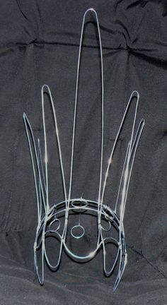 A unique three dimensional Samba Cabaret Costume Headdress Wire Frame Design - light weight form is custom-made by the seller from sturdy/galvanized Cabaret, Mardi Gras Costumes, Carnival Costumes, Dance Costumes, Samba Costume, Circlet, Halloween Disfraces, Tiaras And Crowns, Hat Making