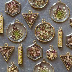 907 Likes, 19 Comments - Stephan . 907 Likes, 19 Comments - Stephanie Jones (Hello. Epoxy Resin Art, Diy Resin Art, Diy Resin Crafts, Uv Resin, Jewelry Crafts, Diy And Crafts, Resin Jewlery, Making Resin Jewellery, Jewelry Making Tools