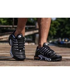 Nike Air Max Plus Homme Chaussures Noir Blanc Nike Air Max Tn, Nike Air Max Plus, Hiking Boots, Baskets, Shoes, Fashion, Black Shoe Boots, White People, Moda