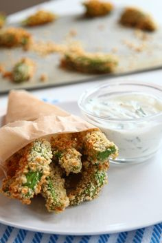 Baked Avocado Fries with Cilantro Lemon Yogurt Dipping Sauce - Oh, wow! This looks like an amazing, healthy appetizer! Creamy avocados with crunchy panko and the tang of yogurt dipping sauce! Vegetarian Recipes, Cooking Recipes, Healthy Recipes, Veggie Recipes, Easy Recipes, Healthy Appetizers, Healthy Snacks, Healthy Sides, Appetizer Recipes