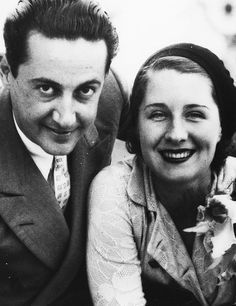 Norma Shearer and husband Irving Thalberg (m. until his death. Irving Thalberg died at age 37 of Pneumonia. Hooray For Hollywood, Hollywood Icons, Hollywood Fashion, Golden Age Of Hollywood, Hollywood Celebrities, Classic Hollywood, Old Hollywood, Hollywood Style, Popular Actresses