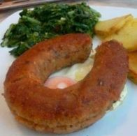 The Alheira is a traditional smoked sausage; its main ingredients are pork, poultry meat, wheat bread and olive oil, seasoned with salt, garlic and paprika. Portuguese Recipes, Portuguese Food, Barbecue, Tasty Dishes, Vera Cruz, Pork, Stuffed Peppers, Burger, Sausages